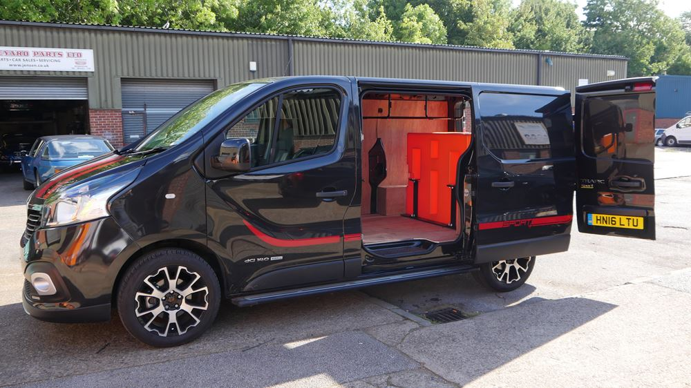 2016 Renault Trafic Sport 750ltr 2 Man Water Fed Pole System